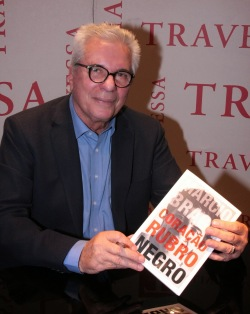 Márcio Braga no lançamento de sua autobiografia - Foto: MARCELO BORGONGINO